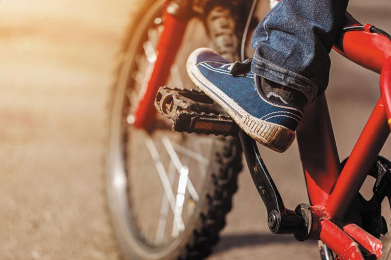 10-летний велосипедиствъехал в прицеп грузовикав Павлодарской области