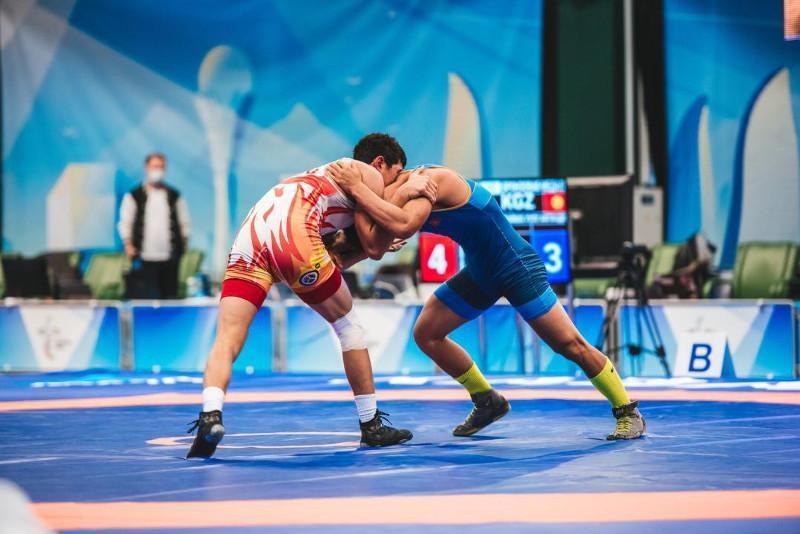 首届独联体运动会:哈萨克斯坦摔跤队收获3银2铜