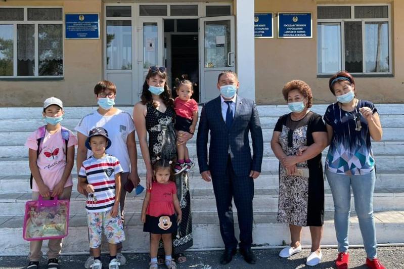 Три семьи получили квартиры в Абайском районе Карагандинской области