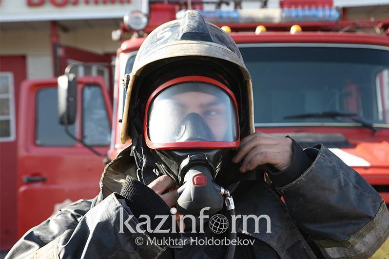 В Павлодаре горел трансформатор уличного освещения