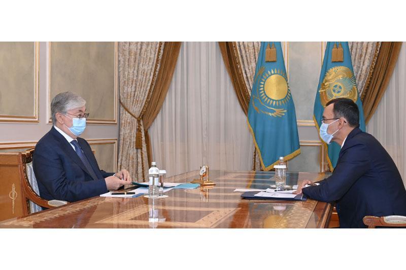托卡耶夫总统接见参议院议长阿什姆巴耶夫