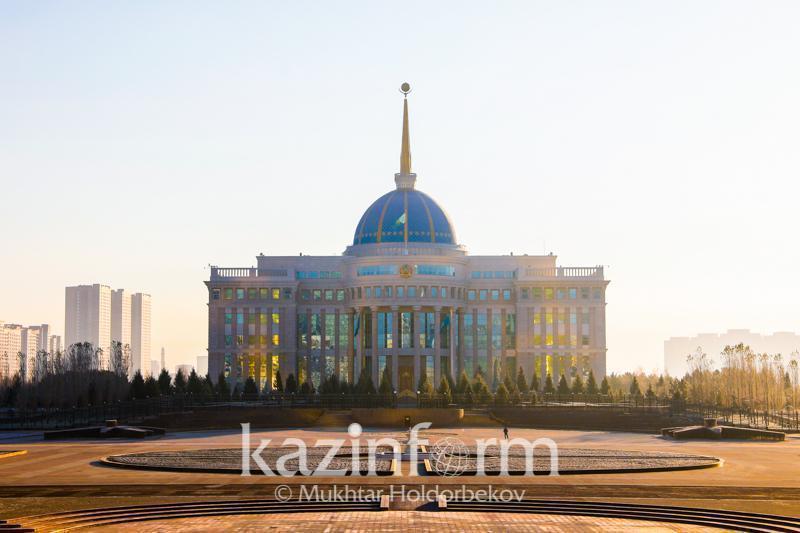 托卡耶夫总统听取江布尔州州长工作汇报