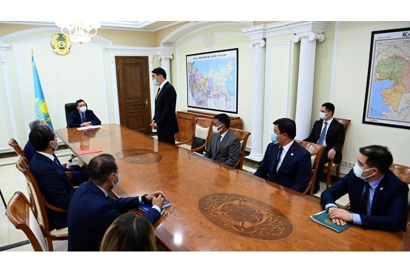 Аскар Мамин представил нового министра энергетики