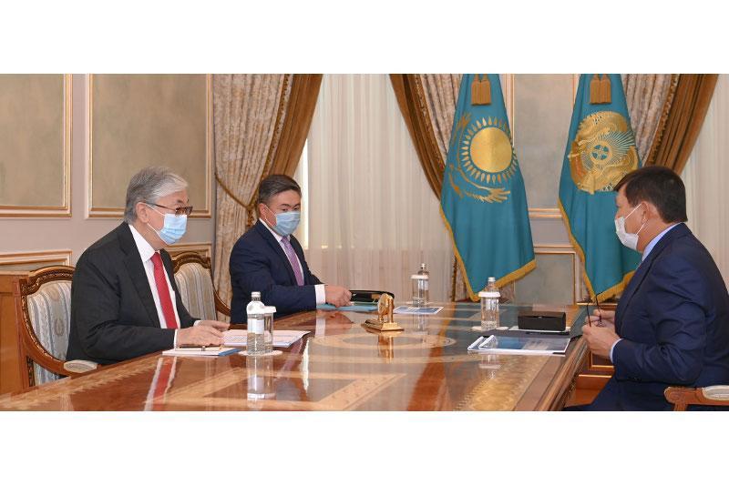 托卡耶夫总统接见国家天然气运输公司董事长