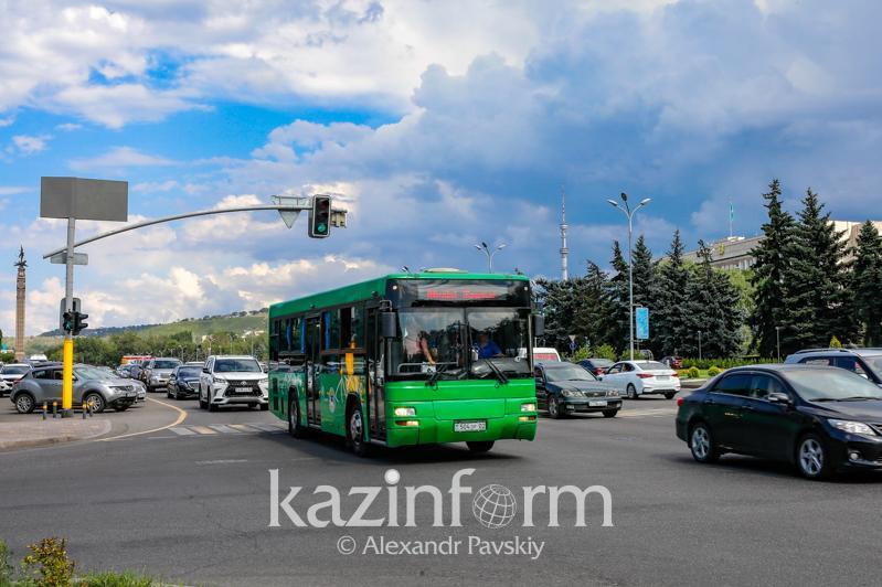 Almatyda eki avtobýstyń qozǵalys baǵyty ýaqytsha ózgeredi