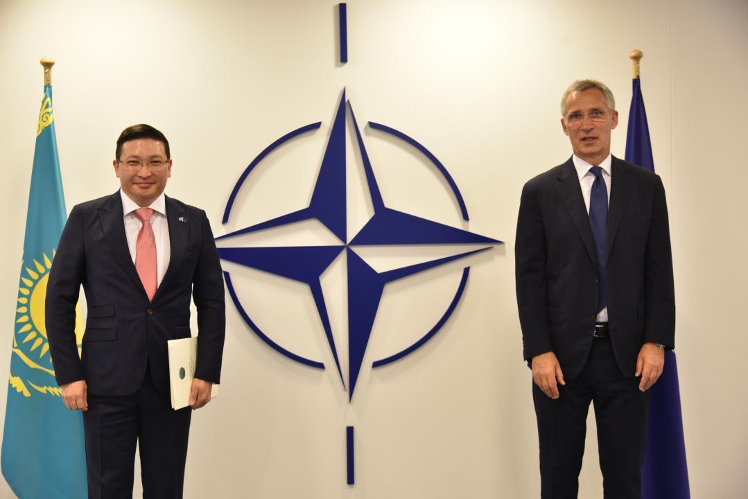 哈萨克斯坦大使向北约秘书长递交国书