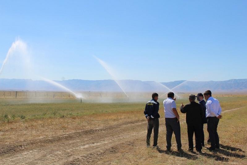 В эффективности дождевального орошения убеждаются аграрии Туркестанской области