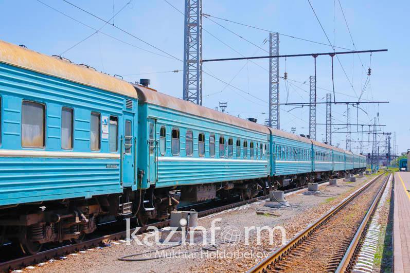 «Алматы-2 – Маңғыстау» жолаушылар пойызының локомотиві және 13 вагонына зақым келді