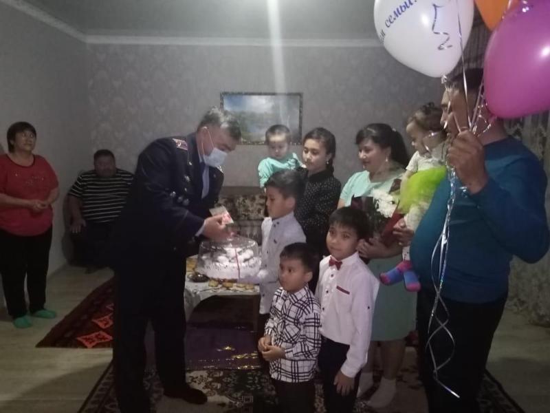 Полиция департаментінің бастығы жас отбасыларды құттықтады - Ақмола облысы
