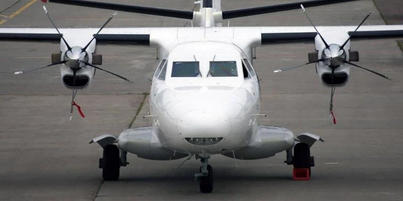 В России пассажирский самолет упал в тайге и загорелся