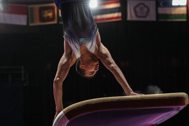 哈萨克斯坦选手获得体操世界杯跳马项目银牌
