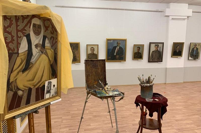 Выставка художника Раимкула Есиркеева открылась в карагандинском музее