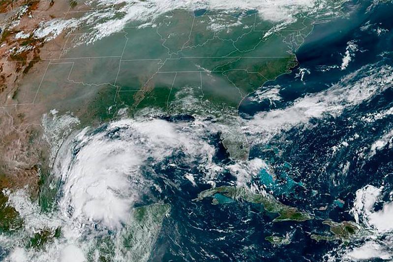 """热带风暴""""尼古拉斯""""即将登陆美国得克萨斯州"""