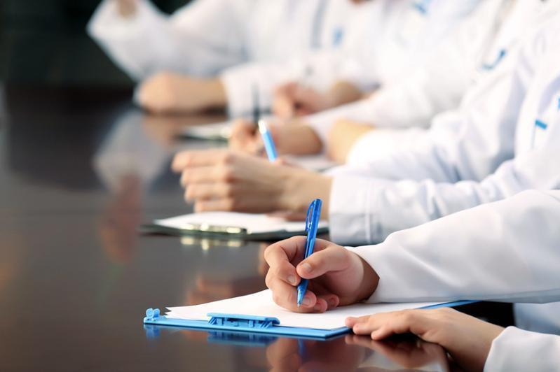 Ералы Тоғжанов медицина кадрларын даярлауға гранттар саны көбейту бойынша тапсырма берді