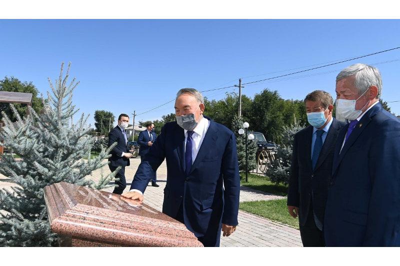 Нурсултон Назарбоев Жамбил вилоятидаги ижтимоий-маданий объектларни бориб кўрди