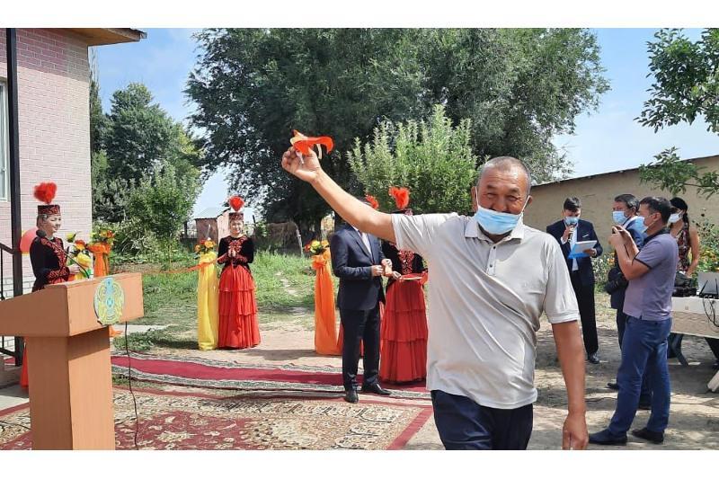 Кәсіпкер Алматы облысындағы жағдайы төмен отбасыларға 10 үй салып берді