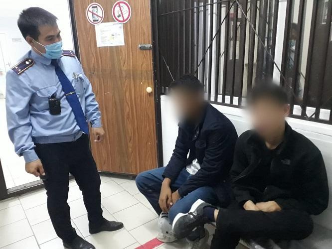 Двух пьяных подростков на детской площадке задержали в Атырау