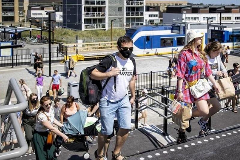 Нидерланды отменяют социальное дистанцирование