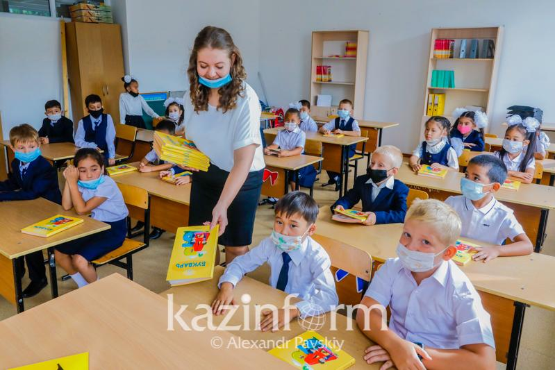 Более двух тысяч алматинских школьников вернулись к офлайн-обучению