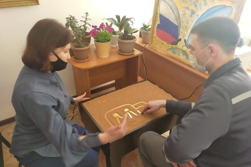 Песочную терапию используют в работе с осужденными в Акмолинской области