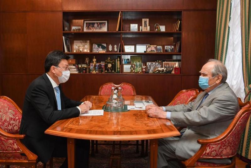 哈萨克斯坦驻喀山总领事会见鞑靼斯坦首任总统