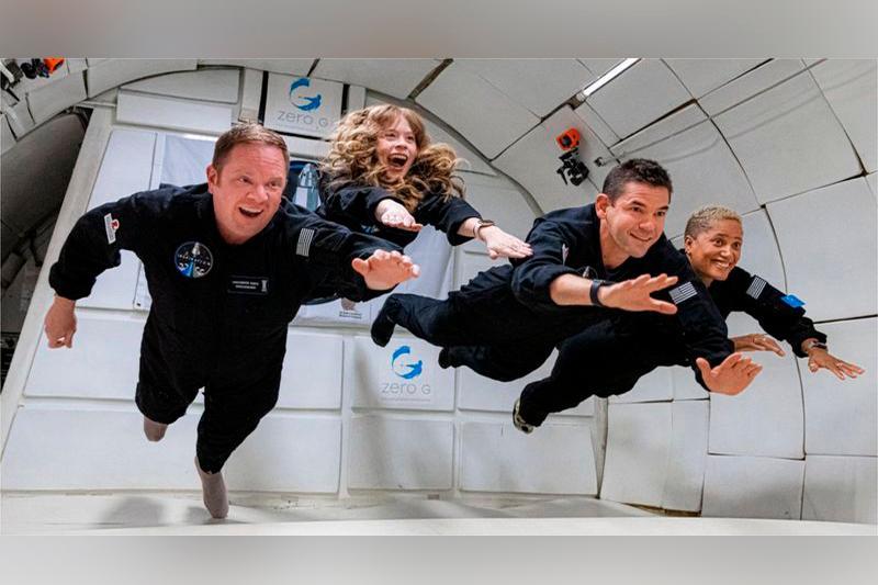 SpaceX отправил на орбиту «Драгон» с четырьмя туристами