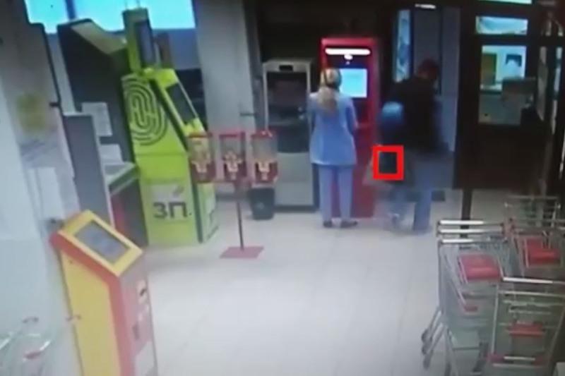 Серийный вор-мошенник совершил кражу в столичном гипермаркете