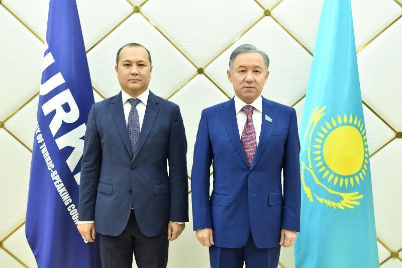 尼格马图林会见突厥语国家议会大会秘书长