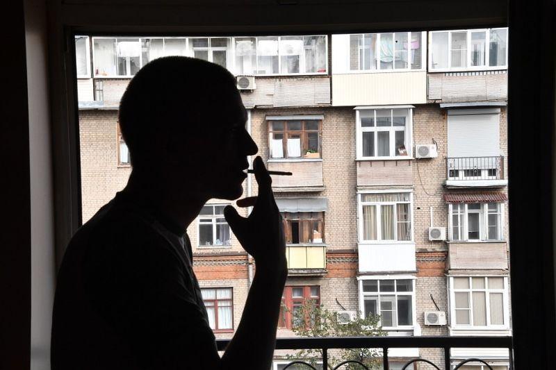 Как бороться с курящими на балконах и можно ли «наказать» нерадивых  соседей