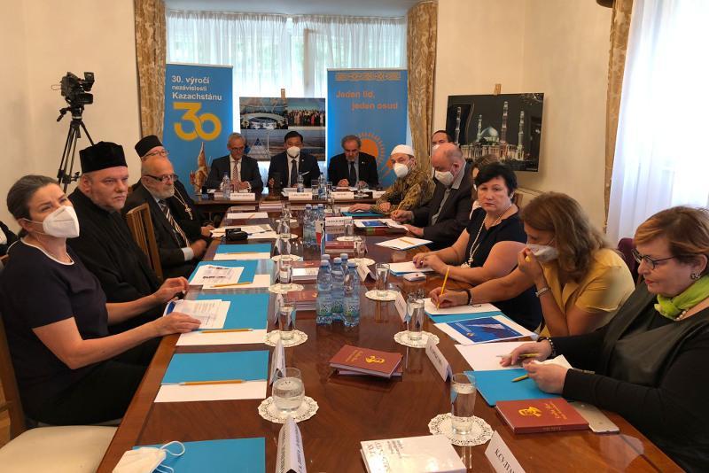 Прагада «Конфессияаралық келісімнің қазақстандық тәжірибесіне» халықаралық дөңгелек үстел өтті