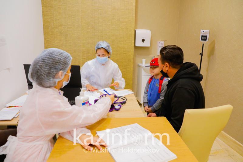 Гинеколог рекомендует вакцинироваться от КВИ семьям, в которых есть беременные