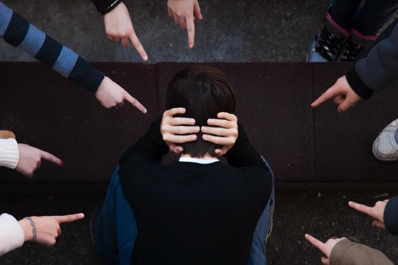 Кибербуллинг заң жүзінде тоқтатылуы қажет – Ақпарат министрі