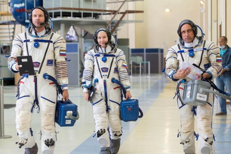 Первый космический киноэкипаж готов к полету с Байконура