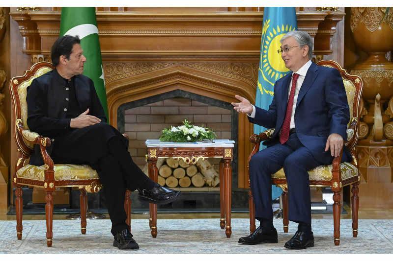 托卡耶夫总统会见巴基斯坦总理