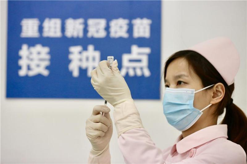 中国完成新冠病毒疫苗全程接种人数超10亿