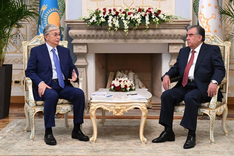 视频:总统对塔吉克斯坦进行工作访问