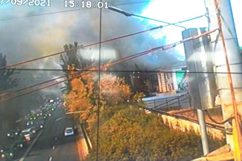 Крупный пожар в центре Алматы локализован