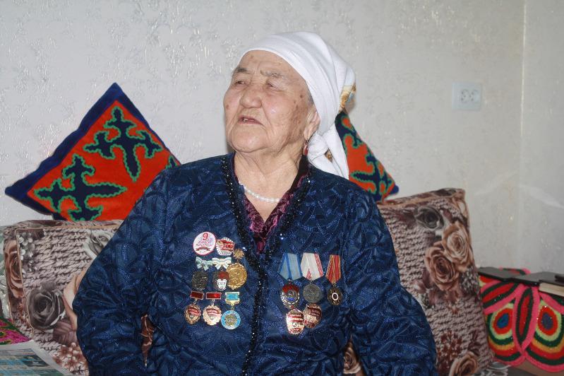 Top qasqyrmen betpe-bet kelgen áje: Qanıpa Jylysova qalaı aman qalǵanyn aıtyp berdi
