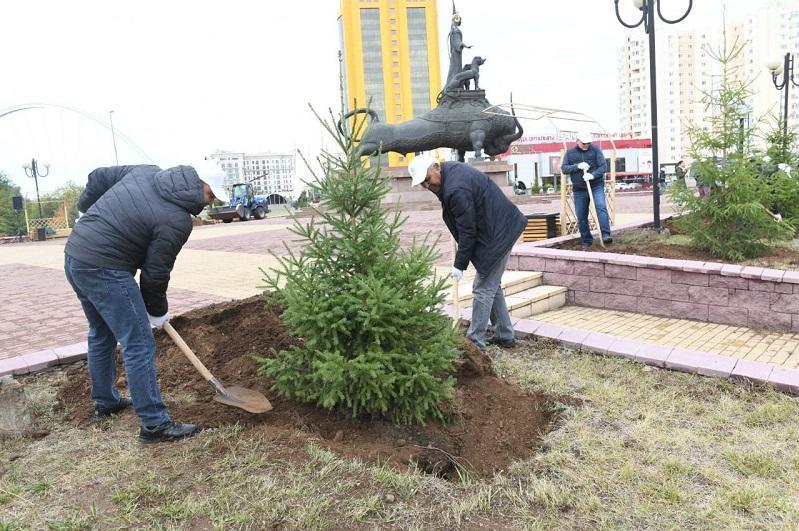 Почти 3 тысячи деревьев высадили во время субботника в Нур-Султане