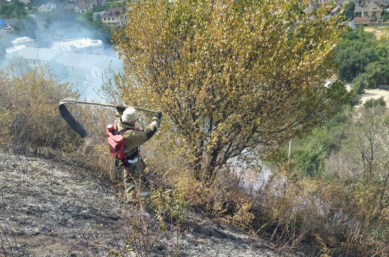 Склон горы загорелся в Алматы