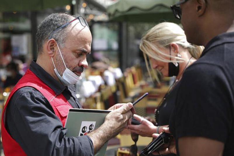 Европа: успешная кампания по вакцинации и отмена ограничений
