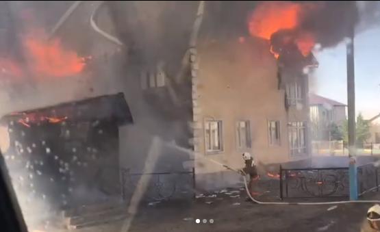 В ВКО пожар охватил сельскую гостиницу и кафе