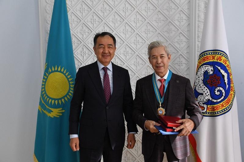 Новых почетных граждан поздравили в Алматы