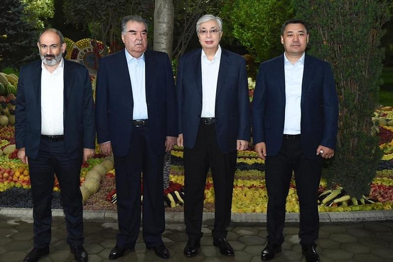 Опубликованы фото с неформальной встречи глав государств-членов ШОС в Душанбе