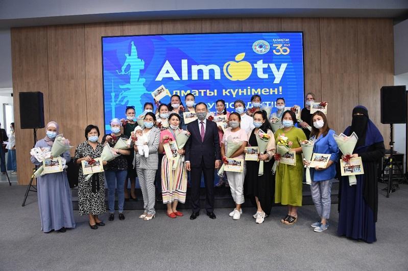 Алматыда қала күніне орай 227 отбасы пәтер кілтін алды