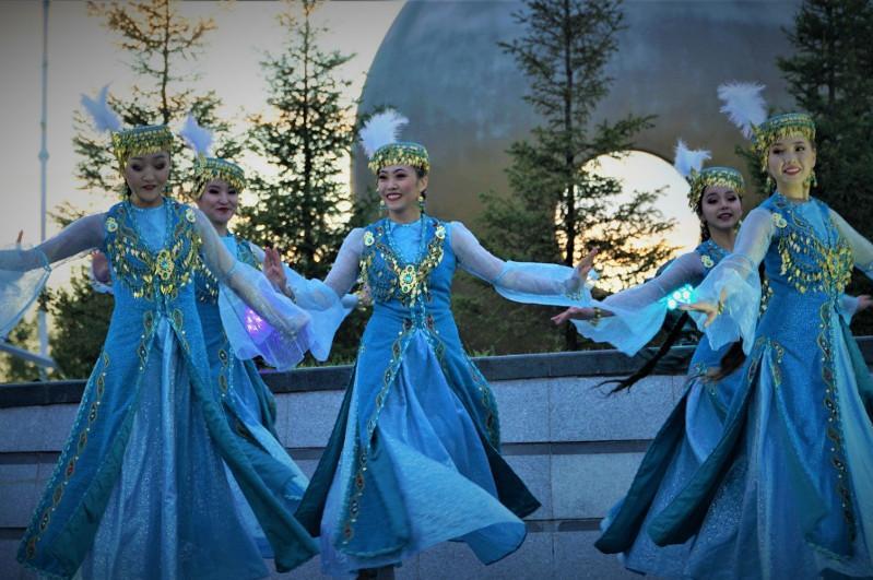 В столичных парках провели концерт «Алтын күз»