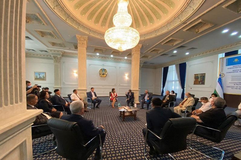 新闻部长在塔什干会见乌国哈萨克文化中心代表