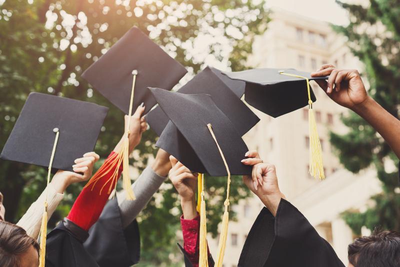 Выпускники магистратуры зарабатывают на 35% больше бакалавров – эксперты