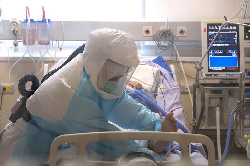 COVID-19:全国住院患者1.3万