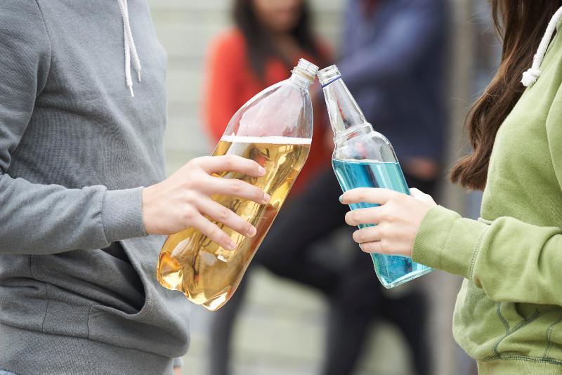 Сколько пьяных подростков поймали за неделю в Казахстане